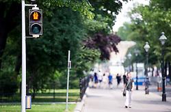 THEMENBILD - Anlässlich des Lifeballs, des Eurovision Song Contests und der Regenbogenparade gibt es an 49 Ampeln in Wien Pärchen als Ampelfiguren. Jeweils mit Frau und Mann, zwei Frauen und zwei Männern. Aufgenommen am 08.06.2015 in Wien, Österreich // According to the Lifeball and the Eurovision Songcontest, there are new pedestrian traffic lights in vienna. Pairs with Woman and Man, Two Women and two mans. Austria on 2015/06/08. EXPA Pictures © 2015, PhotoCredit: EXPA/ Michael Gruber