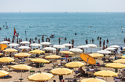 THEMENBILD - Badegäste, Sonnenschirme und Liegen am kilometerlangen Sandstrand. Lignano ist ein beliebter Badeort an der italienischen Adria-Küste, aufgenommen am 16. Juni 2019, Lignano Sabbiadoro, Italien // Swimmers, parasols and sunbeds on the kilometre-long sandy beach. Lignano is a popular seaside resort on the Italian Adriatic coast on 2019/06/16, Lignano Sabbiadoro, Italy. EXPA Pictures © 2019, PhotoCredit: EXPA/ Stefanie Oberhauser