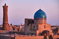 Ouzbekistan, Boukhara, patrimoine mondial de l Unesco, la mosquee et le minaret Kalon, Madrasa Mir I Arab // Uzbekistan, Bukhara, Unesco world heritage, Kalon mosque and minaret, Madrasah Mir I Arab