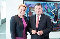 14 AUG 2019, BERLIN/GERMANY:<br /> Franziska Giffey (L), SPD, Bundesfamilienministerin, und Hubertus Heil (R), SPD, Bundesarbeitsminister, im Gespraech, vor Beginn der Kabinettsitzung, Bundeskanzleramt<br /> IMAGE: 20190814-01-004<br /> KEYWORDS: Kabinett, Sitzung, Gespräch