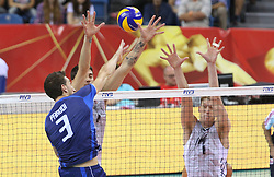 07.09.2014, Krakow Arena, Krakau, POL, FIVB WM, Italien vs USA, Gruppe D, im Bild SIMONE PARODI, MAXWELL HOLT // during the FIVB Volleyball Men's World Championships Pool D Match beween Italy and USA at the Krakow Arena in Krakau, Poland on 2014/09/07. EXPA Pictures © 2014, PhotoCredit: EXPA/ Newspix/ Tomasz Markowski<br /> <br /> *****ATTENTION - for AUT, SLO, CRO, SRB, BIH, MAZ, TUR, SUI, SWE only*****