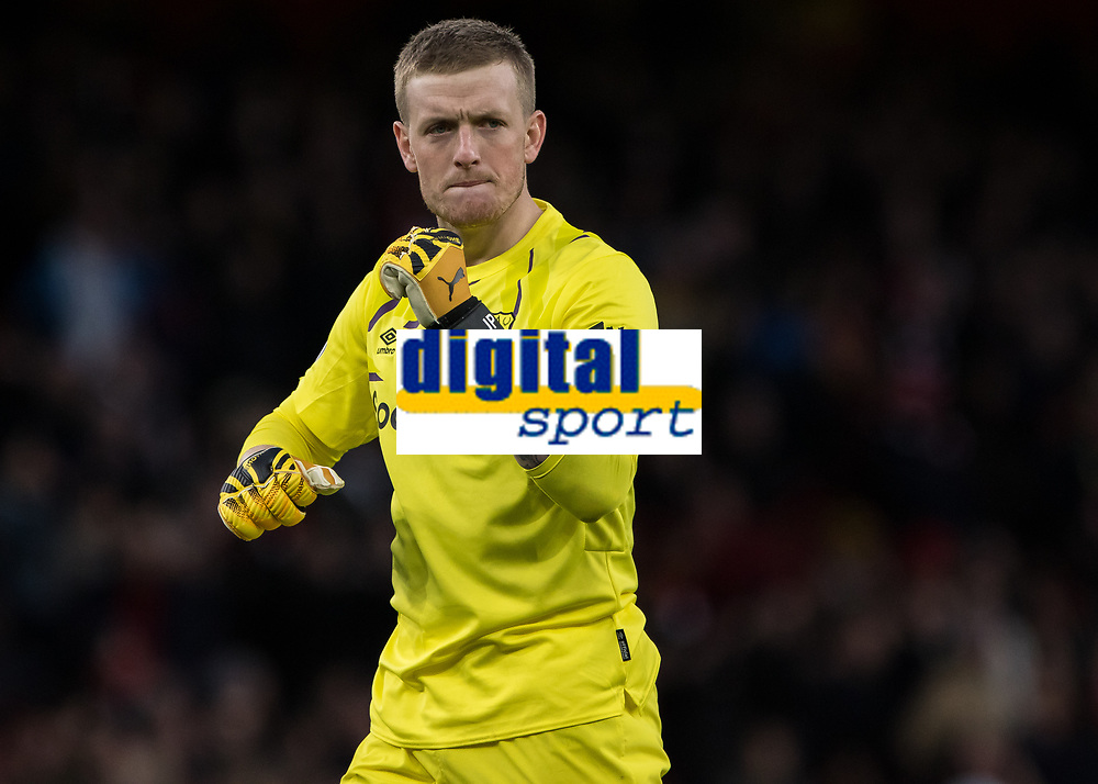 Football - 2019 / 2020 Premier League - Arsenal vs. Everton<br /> <br /> Jordan Pickford (Everton FC ) celebrates after his team equalise late in the first half at The Emirates Stadium.<br /> <br /> COLORSPORT/DANIEL BEARHAM