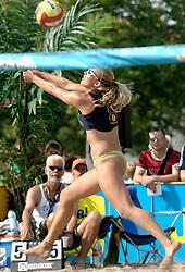 18-06-2006 VOLLEYBAL: CITY BEACH TOUR: GOUDA<br /> De finales van de City Beach! Tour stond dit weekend op de markt van Gouda / Kim Renkema<br /> ©2006-WWW.FOTOHOOGENDOORN.NL
