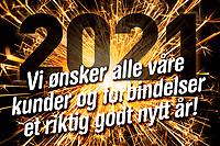 Nyttårsmarkering i form av sprakende stjerneskuddbilde, årstallet 2021 og tekst «Vi ønsker alle våre kunder og forbindelser et riktig godt nytt år!».