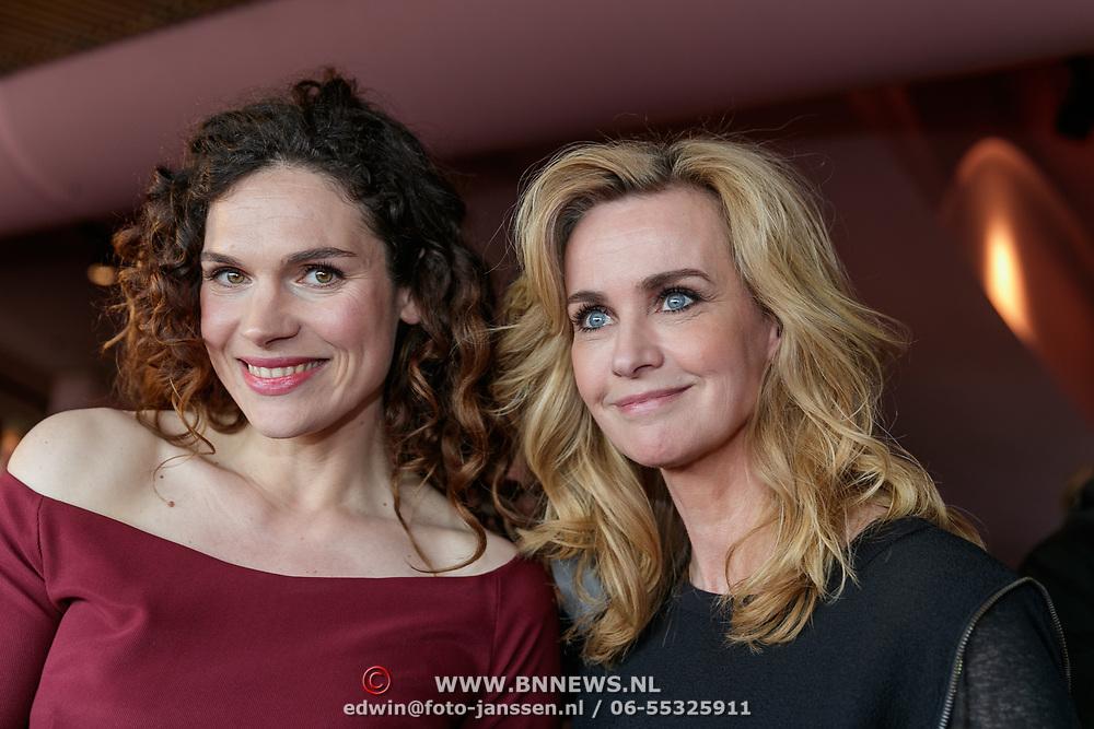 NLD/Amsterdam/20190507 - Boekpresentatie Camilla Läckberg, zwangere Anna Drijver met Daphne Deckers