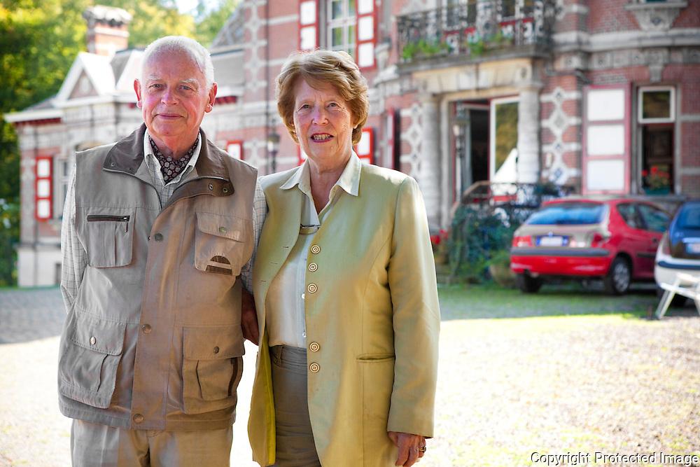365501-Baron Ignace de Gruben en Miriam de Gruben voor hun kasteel-Hofdreef 2 Booischot