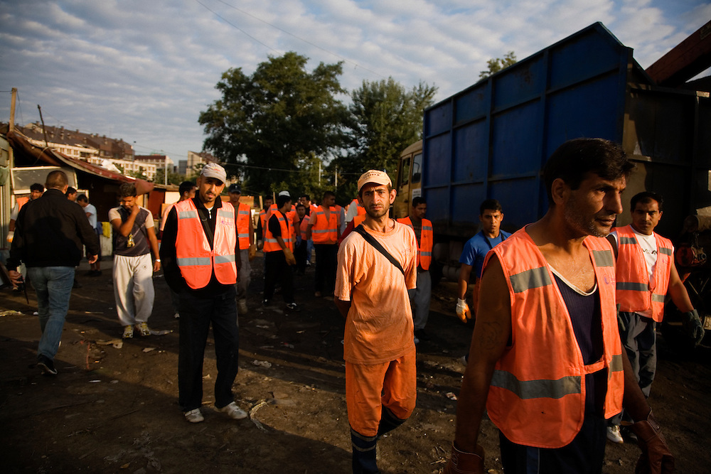 The first workers, many of them Roma themselves, arrive at the Nova Gazela settlement at 7am to help with the relocation and destruction of the camps.