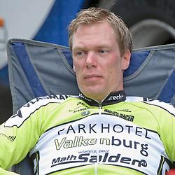 20150619 Ster ZLM Tour, Bugten - Bugten Etappe 3, <br /> <br /> Wim Stroetinga (Nijkerk) ontspannen voor de start van de 3e etappe Ster ZLM die de renners door het Limburgse land voert