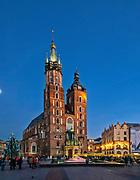 Kościół Mariacki, Rynek Główny w Krakowie, Polska<br /> St. Mary's Church by night, Main Market Square in Cracow, Poland