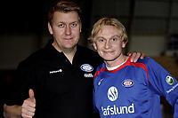 Fotball<br /> Tippeligaen<br /> 09.02.07<br /> Vallhall<br /> Vålerenga VIF <br /> Sebastian Mila ble i dag klar for Vålerenga . Han kommer fra Austria Wien . Her med adm dir Pål Breen<br /> Foto - Kasper Wikestad