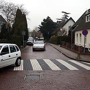 Melkweg Huizen word eenrichtingsverkeer, zebrapad, voetgangersoversteekplaats