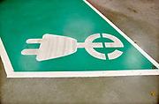 Nederland, Nijmegen, 22-10-2017Parkeerplaats voor elektrische autos in een parkeergarage. FOTO: FLIP FRANSSEN