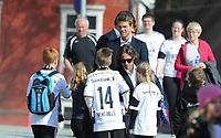 Fotball Tippeligaen Rosenborg - Brann<br /> 27 april 2014<br /> Lerkendal Stadion, Trondheim<br /> <br /> Rosenborgs-spillerne Mikkel Mix Diskerud og Jørgen Skjelvik (Bakerst) skriver autografer da de ankommer stadion<br /> <br /> <br /> Foto : Arve Johnsen, Digitalsport