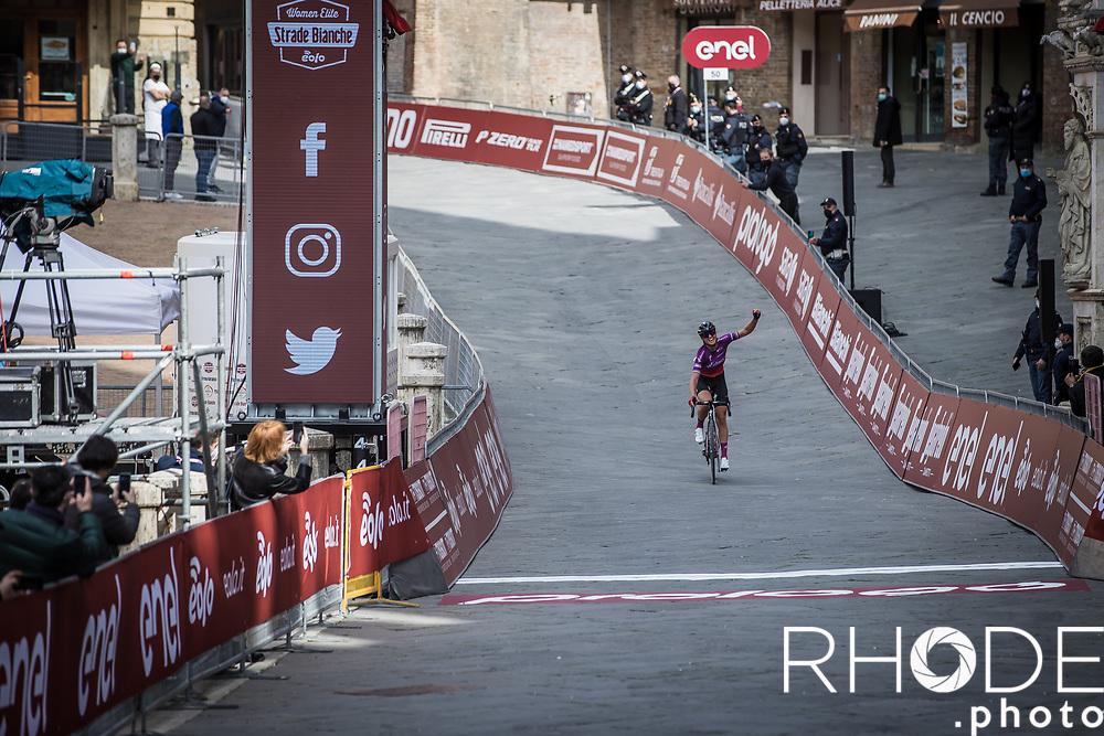 Siena, Plaza del Campo (ITA) - Chantal van den Broek-Blaak (NED/SDWorx) wins the 7th Strade Bianche Women Elite <br /> Siena > Siena 136km<br /> <br /> ©RhodePhoto