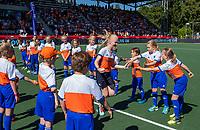 AMSTELVEEN - line up kinderen met Fan of the match,   voor de  finale  Nederland-Australie  van de Pro League hockeywedstrijd dames. COPYRIGHT  KOEN SUYK