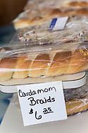 Kardemummaflätor till försäljning hos det finska bageriet Home Bakery i Astoria, Oregon. <br /> Bageriet startades 1910 av tre finska emigranter Elmer Wallo, Charlie Jarvanin och Arthur A. Tilander. I dag drivs bageriet av Arthur A. Tilanders barnbarn James Tilander.<br /> <br /> Foto: Christina Sjögren