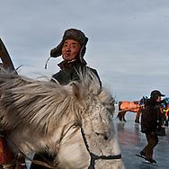 Mongolia. sledging . Ice festival on the frozen Khuvsgul lake. - siberia border - for the mongol new year ,  tsagaan sar, in the cold winter   Khuvsgul province  Khuvsgul province -    / chevaux et traineaux sur la glace. Festival des glaces sur le lac gelé de Khovsgol - frontiere siberienne-  pour Tsagan sar; le nouvel an mongol, en hiveir dans le froid   Khovgul  -    Khovgul  - Mongolie   / L0055883B