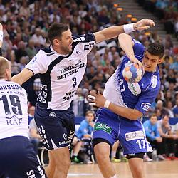 Hamburg, 24.05.2015, Sport, Handball, DKB Handball Bundesliga, HSV Handball - SG Flensburg-Handewitt : Tobias Karlsson (SG Flensburg-Handewitt, #03), Petar Djordjic (HSV Handball, #17)<br /> <br /> Foto © P-I-X.org *** Foto ist honorarpflichtig! *** Auf Anfrage in hoeherer Qualitaet/Aufloesung. Belegexemplar erbeten. Veroeffentlichung ausschliesslich fuer journalistisch-publizistische Zwecke. For editorial use only.