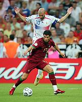 v.l. Zinedine Zidane Frankreich, Cristiano Ronaldo<br /> Fussball WM 2006 Halbfinale Portugal - Frankreich<br /> Portugal - Frankrike<br />  Norway only