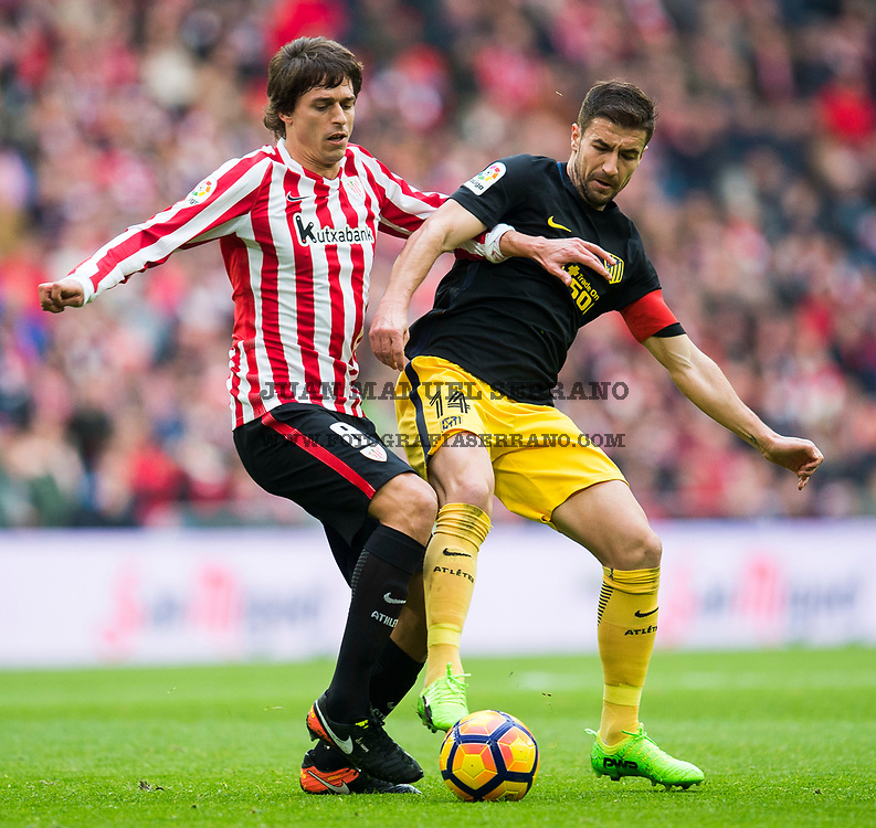 BILBAO, SPAIN - JANUARY 22:  Gabi Fernandez of Atletico Madrid competes for the ball with Ander Iturraspe of Athletic Club during the La Liga match between Athletic Club Bilbao and Atletico Madrid at San Mames Stadium on January 22, 2017 in Bilbao, Spain.  (Photo by Juan Manuel Serrano Arce/Getty Images)