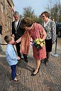 """Opening tentoonstelling 'Sisi, sprookje & werkelijkheid' te Paleis Het Loo. De tentoonstelling belicht het levensverhaal van Keizerin Elisabeth. Aan de hand van filmfragmenten, foto's, schilderijen en persoonlijke bezittingen worden haar jeugd, haar leven aan het Weense hof, haar kroning tot Koningin van Hongarije en de mythevorming rond haar persoon geïllustreerd.<br /> <br /> Opening exhibition """"Sisi, fairy tale and reality 'to Palace Het Loo. The exhibition highlights the life of Empress Elisabeth. On the basis of film clips, photographs, paintings and personal belongings are her childhood, her life at the Viennese court, her coronation as Queen of Hungary and the myths around her person illustrated.<br /> <br /> Op de foto/ On the Photo:  Aankomst Prinses Margriet / Arrival Prinses Margriet"""