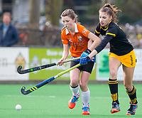 BLOEMENDAAL - hockey - Competitie Landelijk meisjes : Bloemendaal MB1-Den Bosch MB1 (1-1). Charlotte van Oirschot (Bl'daal) . COPYRIGHT KOEN SUYK