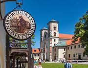 Sklep z produktami benedyktyńskimi. Opactwo Benedyktynów w Tyńcu koło Krakowa.