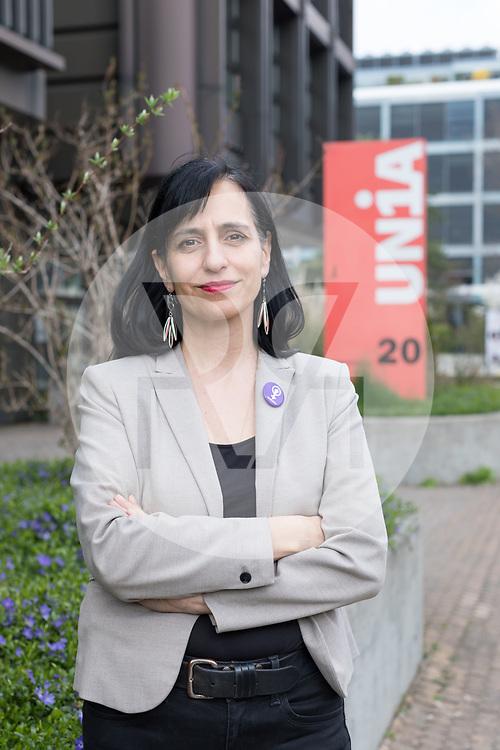 SCHWEIZ - BERN - Vania Alleva, Präsidentin der Gewerkschaft Unia, vor dem Unia-Gebäude - 12. April 2019 © Raphael Hünerfauth - http://huenerfauth.ch