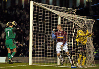 Fotball<br /> England 2004/22005<br /> Foto: SBI/Digitalsport<br /> NORWAY ONLY<br /> <br /> Burnley v Liverpool<br /> FA Cup 3rd Round, 18/01/2005.<br /> <br /> Burnley's Lee Roche (C) celebrates after Liverpool's Djimi Traore (R) puts the ball into his own net.
