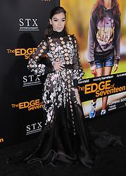 Hailee Steinfeld bei der Premiere von The Edge of Seventeen in Los Angeles / 091116 <br /> <br /> *** Arrivals at the screening of The Edge Of Seventeen in Los Angeles, November 09, 2016 ***
