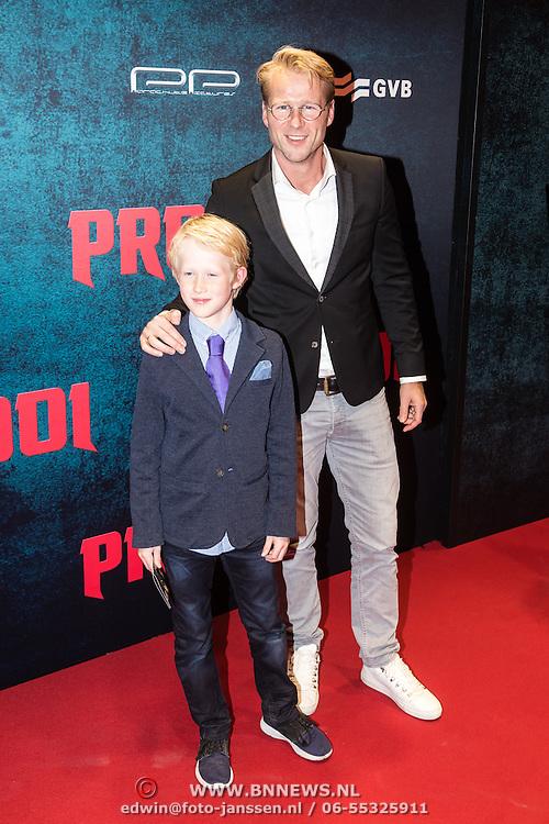 NLD/Amsterdam/20161010 - Premiere Prooi, Leo Alkemade en zoon