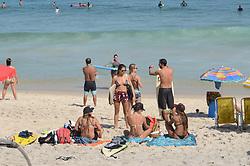 May 5, 2018 - Rio De Janeiro, Brazil - RIO DE JANEIRO, RJ - 05.05.2018: CLIMA TEMPO RJ - Movement of swimmers on the beach of Ipanema this Saturday (05) of Veranico with temperature above 30ºC, attracted locals and tourists to the beaches of the southern zone of the city of Rio de Janeiro, RJ. (Credit Image: © Luiz Gomes/Fotoarena via ZUMA Press)