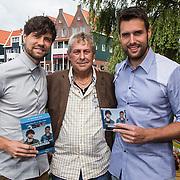 NLD/Volendam/20140620 -Presentatie 'Herinneringen' Dvd box Nick & Simon, en manager Jaap Buijs