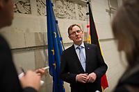 DEU, Deutschland, Germany, Berlin, 11.12.2014: Der Ministerpräsident von Thüringen, Bodo Ramelow (Die Linke), bei einem kurzen Statement für Journalisten nach der Ministerpräsidentenkonferenz (MPK) im Bundesrat.