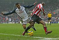 Photo: Andrew Unwin.<br /> Sunderland v Tottenham Hotspur. The Barclays Premiership. 12/02/2006.<br /> Tottenham's Aaron Lennon (L) tussles with Sunderland's Justin Hoyte (R).