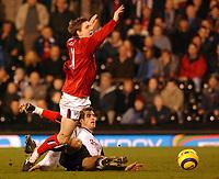 Fotball<br /> Premier League 2004/05<br /> Fulham v West Bronwich Albions<br /> 16. januar 2005<br /> Foto: Digitalsport<br /> NORWAY ONLY<br /> Fulham's Carlos Bocanegra fouls West Brom's Zoltan Gera