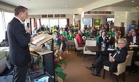 ALPHEN AAN DEN RIJN - Golfclub Zeegersloot heet het GEO certificaat in ontvangst genomen. links NGF president Willem Zelsmann en rechts GC  Zeegersloot voorzitter,  Cees van Beurten.  COPYRIGHT KOEN SUYK