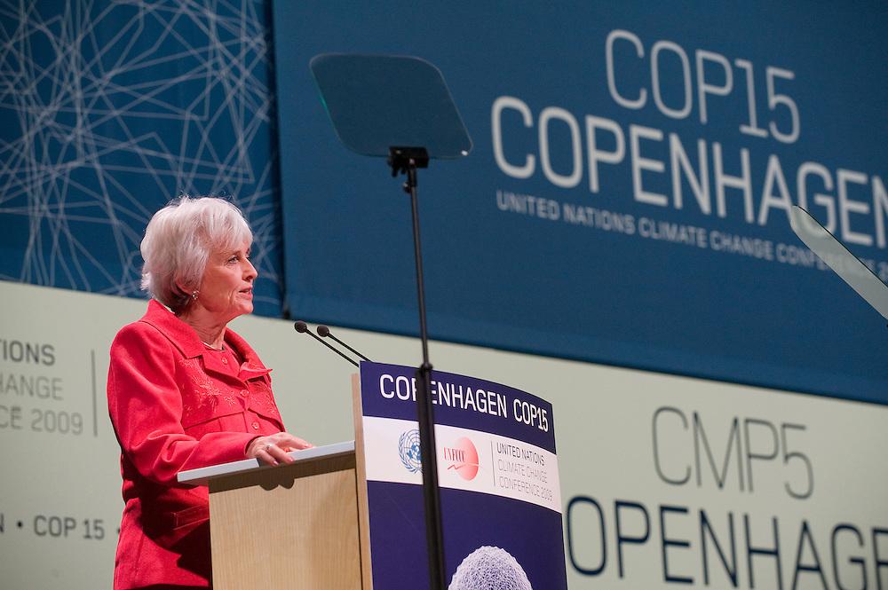 Denemarken, Kopenhagen, 17 dec 2009.COP15, Copenhagen.Milieuminister Jacqueline Cramer spreekt op de UNFCCC konferentie..Foto Michiel Wijnbergh