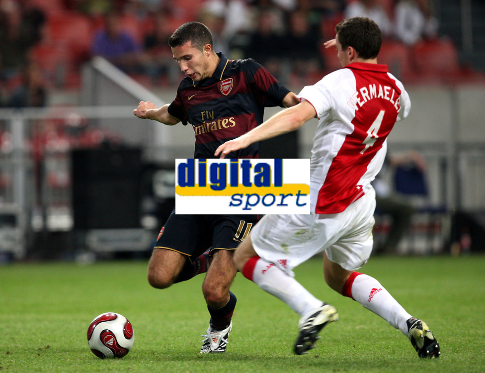 Photo: Maarten Straetemans.<br /> Arsenal v Ajax. LG Amsterdam Tournament. 04/08/2007.<br /> Robin Van Persie scores the 0-1 for Arsenal