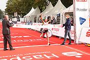 Marathon: Haspa Hamburg 2021, Hamburg, 12.09.2021<br /> Jubel von Siegerin Gadise Mulu (Aethiopien)<br /> © Torsten Helmke