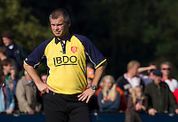 BLOEMENDAAL - Scheidsrechter Juus de Kempenaer tijdens de hoofdklasse competietiewedstrijd heren tussen Bloemendaal en Laren (9-1).  Foto KOEN SUYK