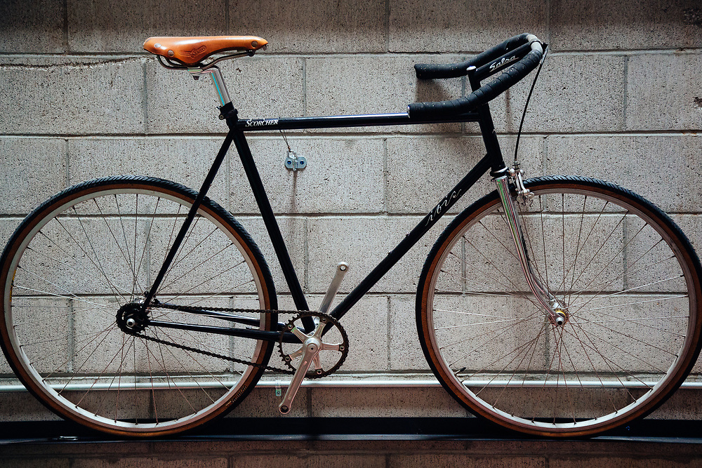 A history of Ibis bicycles from their meager hippie beginnings in 1982. Fixie Scorcher (100 total bikes)