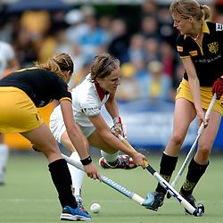 20-05-2007 HOCKEY: FINALE PLAY OFF: DEN BOSCH - AMSTERDAM: DEN BOSCH <br /> Den Bosch voor de tiende keer op rij kampioen van de Rabo Hoofdklasse Dames. In de beslissende finale versloegen zij Amsterdam met 2-0 / Yolanda Clemens en Carlien Dirkse van de Heuvel<br /> ©2007-WWW.FOTOHOOGENDOORN.NL