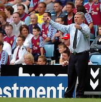 Photo: Richard Lane.Digitalsport<br /> Aston Villa v Southampton. Barclays Premiership. 14/08/2004.<br /> Southampton manager, Paul Sturrock tiesw to rally his side.