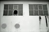 Ålesund 20111113. To gamle vinduer på en bygning i Ålesund.<br /> Foto: Svein Ove Ekornesvåg