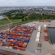 NLD/Rotterdam/20070423 - Rondvlucht boven de Rotterdamse haven in een helicopter