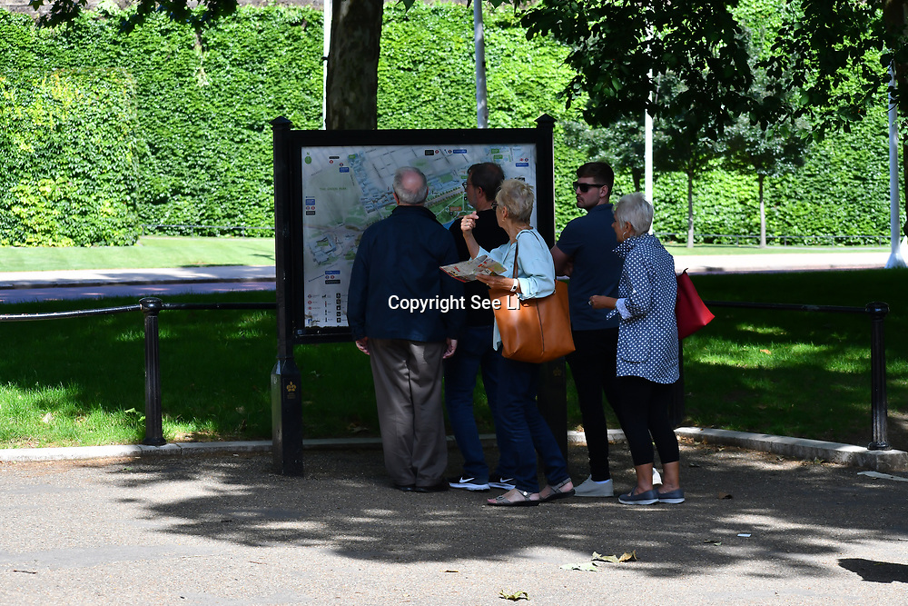 London, UK. 27 June 2019. UK Weather - The Hottest week in June 2019. Tourists looking at a map at St James park, London, UK