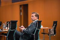 DEU, Deutschland, Germany, Berlin, 09.09.2020: Regierungssprecher Steffen Seibert vor Beginn der 112. Kabinettsitzung im Bundeskanzleramt. Aufgrund der Coronakrise findet die Sitzung derzeit im Internationalen Konferenzsaal statt, damit genügend Abstand zwischen den Teilnehmern gewahrt werden kann.