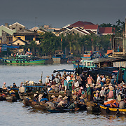 Bustling riverfront Hoi An fish market (Hoi An, Vietnam - Nov. 2008) (Image ID: 081108-0628371a)
