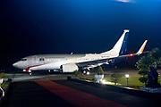 Staatsbezoek van Koning Willem Alexander en  Koningin Maxima aan Indonesie Dag 3 - Tobameer, Sumatra het regeringsvliegtuig de POH-GOV op het  Vliegveld Silangit